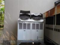 落雪の被害を受けたエアコンの室外機
