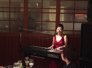 地元出身の女性歌手によるミニコンサート